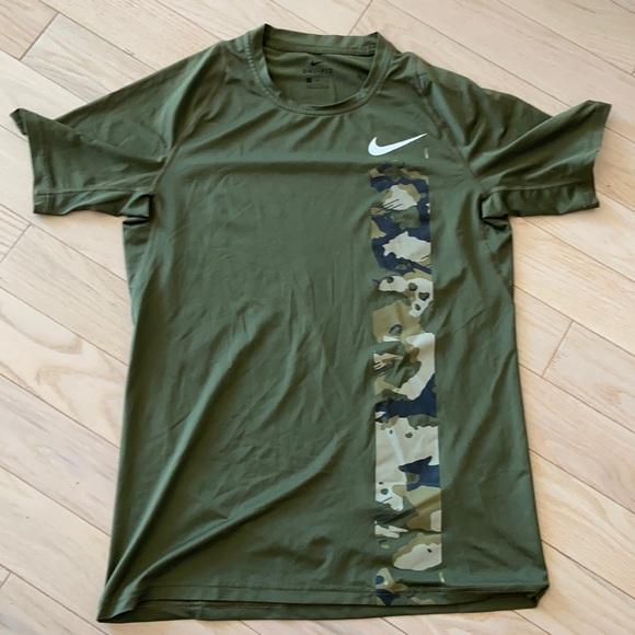 Men's dry fit Nike shirt